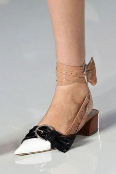 Christian Dior at Paris Fashion Week Spring 2016 - Details Runway Photos 2016 Fashion Trends, Fashion Week, Paris Fashion, Fancy Shoes, Me Too Shoes, Low Heel Shoes, Heels, Christian Dior, Christian Louboutin
