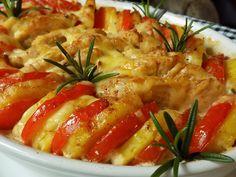 Prsa nakrájíme na malé řízečky. Osolíme je a posypeme kořením. Rozehřejeme olej a maso zprudka opečeme, ale krátce, jen co zbělá a zatáhne... Ratatouille, Macaroni And Cheese, Shrimp, Chicken Recipes, Food And Drink, Treats, Ethnic Recipes, Kitchen, Meat