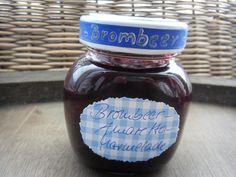 Brombeer-Amaretto-Marmelade 1 kg Brombeeren + 500g Gelierzucker 2:1 + 1x Vanillezucker + 1x Zitronensäure     - mischen und ein paar Minuten ziehen lassen -