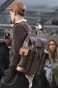 Louis Vuitton Fall 2017 Menswear Fashion Show Details Fashion Bags, Fashion Backpack, Mens Fashion, Travel Clothes Women, Men's Backpacks, Leather Bags Handmade, Louis Vuitton Handbags, Vuitton Bag, Luxury Bags