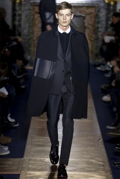 Valentino Milano Moda Uomo Autunno Inverno 2013-14 - look #1 #leatherdetail #totalblack
