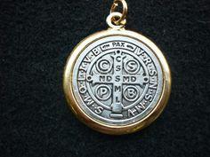 medallas san benito plata y oro - Buscar con Google