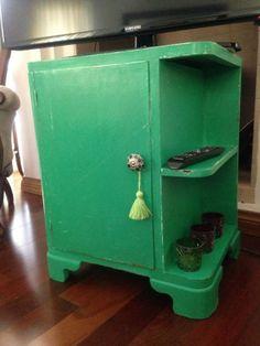 MESA DE LUZ ART DECO VERDE JADE Chalk Paint, Ideas Para, Diy Furniture, Tiny House, Locker Storage, Sweet Home, Projects To Try, Diy Crafts, Verde Jade