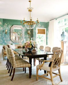John Rosseli mirror, Visual Comfort chandelier, table and chairs by Hickory Chair with Rogers and Goffigon gingham, Gracie wallpaper. Interior by Mark D. Sikes and Michael Griffin. Picture from House Beautiful. Chinoiserie Wallpaper, Chinoiserie Chic, Visual Comfort, Hickory Chair, Piece A Vivre, Dining Room Chairs, Dining Rooms, Desk Chairs, Dining Tables