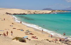 Corralejo beach, Fuerteventura | http://www.weather2travel.com/blog/travel-insider-expert-holiday-tips-on-fuerteventura.php