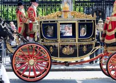 Queen Elizabeth II looks out from her Royal Carriage as she passes by the ...    english.people.com.cn
