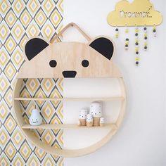 L'article déco pour savoir comment faire ces belles étagères est en ligne  (lien dans ma bio) #momaleblog #diy #kidsdecor #kidsroom #kidstuff #instapics #instagood #kids #home #homestyling #shelf #shelfie #bedroom #inspiration #bear #picoftheday
