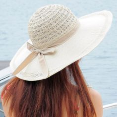 Large new straw hat along the beach hat Ms
