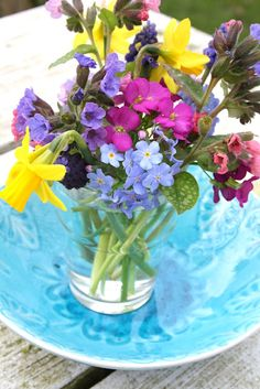 Pocketful of Posies shared by Kendra Day Crockett Beautiful Flower Arrangements, Beautiful Flowers, Spring Colors, Spring Flowers, Vintage Gardening, Centerpieces, Table Decorations, Flower Quotes, Circus Party