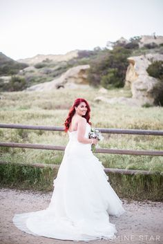 How to Pose a Curvy Bride - Jasmine Star Photography Blog