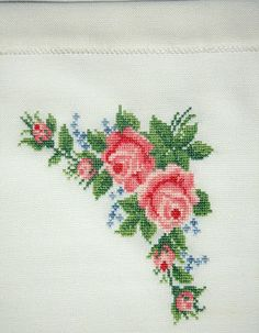 This Pin was discovered by Şük Cross Stitch Rose, Cross Stitch Flowers, Cross Stitch Charts, Cross Stitch Patterns, Embroidery Patterns Free, Hand Embroidery, Palestinian Embroidery, Knit Art, Crochet Squares
