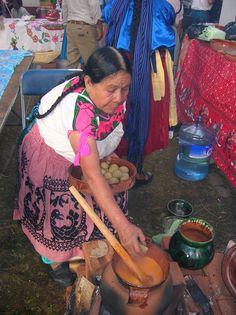 Uno de los objetivos del Foro Mundial de la Gastronomía Mexicana consiste en promover la cocina popular a través de las cocineras y los portadores de los saberes tradicionales. ¡Participa! ¡Las inscripciones ya están abiertas! www.fmgm.mx