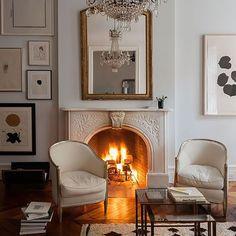 New York brownstone Living room New York Brownstone, Brownstone Interiors, Brooklyn Brownstone, Living Room With Fireplace, My Living Room, Living Room Decor, Living Spaces, Usa Living, Vintage Fireplace