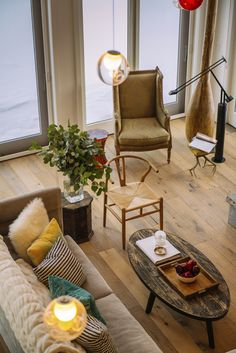 We love yellow pine flooring! This room looks so cozy and rustic. Shop this flooring: https://www.creekandhollow.com/hardwood-flooring/yellow-pine/