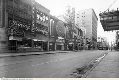 (Date inconnue) Quebec Montreal, Old Montreal, Montreal Ville, Rue Sainte Catherine Montreal, Catherine Street, Old Pictures, Old Photos, Welcome Photos, Photo Vintage