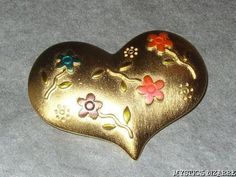 JJ BRUSHED GOLD TONE COLOURFUL ENAMEL FLOWER HEART BROOCH