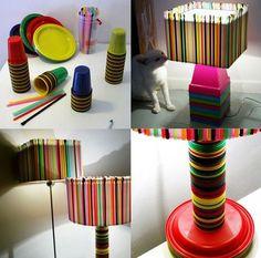 Plastic Straw Lampshade http://www.lovediy.it/2014/04/24/plastic-straw-lampshade/ Le #cannucce per cocktail sono le protagoniste di questa bellissima creazione; ma non solo! Vasi, #piatti e #bicchieri di #plastica...