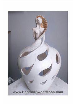 De la femme au vase pour accueillir de jolies fleurs, j'aime la silhouette de cette sculpture! Sculptures Céramiques, Art Sculpture, Pottery Sculpture, Pottery Pots, Ceramic Pottery, Ceramic Art, Statue Ange, Ceramic Figures, Contemporary Ceramics