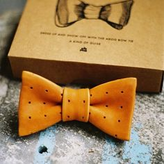 noperfectdayforbananafish: (via Leather Bow Tie – A Kind Of Guise) cute for hair. but i really just love the image itself alles für Ihren Stil - www. Leather Accessories, Fashion Accessories, Wedding Accessories, Leather Craft, Leather Bow, Gentleman, Leather Projects, Suit And Tie, Well Dressed Men