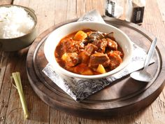 Nothing can beat the chills like this hearty curry. Curry Stew, Beef Curry, Chicken Curry, South African Recipes, Ethnic Recipes, Chocolate Recipes, Chocolate Tarts, Dutch Oven Recipes, Jamaican Recipes
