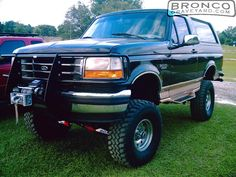 I need one in every color 😢 Ford Pickup Trucks, Lifted Trucks, 1995 Ford F150, Old Bronco, Classic Ford Broncos, Jeeps, Cadillac, Cool Cars, Dream Cars