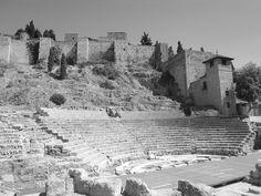 Alcazaba y anfiteatro romano by Srta Pomelo