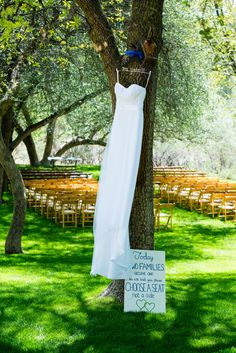 {Kelly Green and Cobalt Blue} Rustic Chic Ranch Wedding|Photographer:  Julius Photography