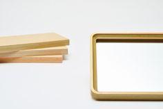 私たち滝澤ベニヤは、北海道芦別市で広葉樹の合・単板を製造しています。成業則正道の社是のもと1936年の創業以来、人の手による目の行き届く製造にこだわり、ロータリーレースにより丸太から加工することで、多品種、高品質、少量生産に取り組んでいます。