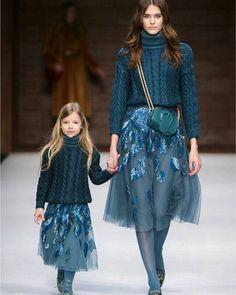 Elisabetta Franchi Milano - Spring Summer 2018 Ready-To-Wear - Shows - Vogue. Knitwear Fashion, Knit Fashion, Fashion Kids, Look Fashion, High Fashion, Fashion Show, Womens Fashion, Fall Fashion, Winter 2018 Fashion