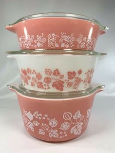 Gooseberry was manufactured from 1957 to 1966 and features white or pink backgrounds and patterns of flowers, berries and leaves. This lot includes The lids show minor wear. Vintage Pyrex, Vintage Kitchen, Vintage Dishes, Vintage Glassware, Vintage Soul, Vintage Ladies, Yellow Dining Room, Pink Pyrex, Pyrex Bowls