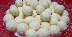 """Kdo by odolal sněhovým koulím s nádechem kokosu. Ano Domácí """"Raffaello""""vyrobte si ho sami a budou skoro stejné jak z obchodu a vyjdou levněji. Jejich chuť je nepopsatelně dokonalá. Tuto delikatesu děláváme i o Vánocích a ve velkém. Kuličky je třeba skladovat na chladném místě a vydrží i týden. Ze stolu kuličky mizí okamžitě. Zkuste …"""