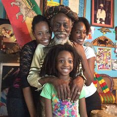 *Bunny Wailer* & his family. More fantastic pictures and videos of *The Wailers* on: https://de.pinterest.com/ReggaeHeart/