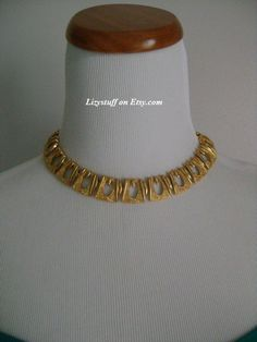 Vintage MONET From The 60s/70s Classic Rich Gold Tone necklace