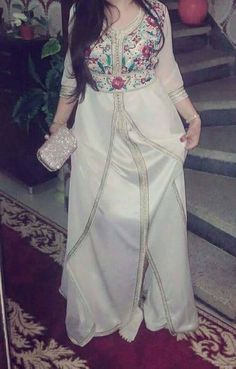 lovely white floral caftan قفطان مغربي , moroccan dress , caftan ,kaftan , takchtita