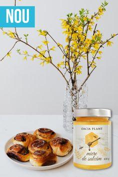 """🍯 𝐌𝐢𝐞𝐫𝐞𝐚 este o delicatesă pregătită atent de albinele harnice, fiind îndrăgită în mod egal, atât de cei mici, cât și de cei mari! Această """"𝐡𝐫𝐚𝐧ă 𝐯𝐢𝐞"""" reprezintă o sursă impresionantă de nutrienți, 𝟒𝟑𝟓 pentru a fi mai exacți. Așadar, 𝐩𝐫𝐞𝐟𝐞𝐫𝐚𝐭𝐚 𝐭𝐚 𝐜𝐚𝐫𝐞 𝐞𝐬𝐭𝐞? 😋 Mai, Gluten, Plant"""
