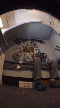 Aesthetic Grunge, Aesthetic Photo, Aesthetic Pictures, Grunge Photography, Photography Poses, Desenhos One Direction, Retro Poster, Aesthetic Bedroom, Teenage Dream