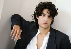 Thursday Oh Yeah ! : Louis Garrel, 10 anecdotes discrètes | ParisianShoeGals