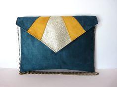 Pochette enveloppe graphique bleu canard, jaune et doré paillettes