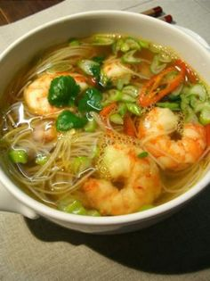 Asian-inspired lemongrass shrimp soup - Potages et Soupes - Asian Recipes Seafood Recipes, Soup Recipes, Cooking Recipes, Asian Recipes, Healthy Recipes, Ethnic Recipes, Roh Vegan, Shrimp Soup, Salty Foods