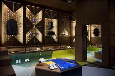 topshop  a look over Nike store design. – Amarige Panache Design  Commercial 2336946653ce7