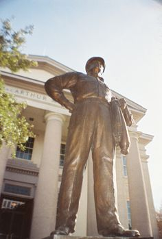 Statue of General MacArthur