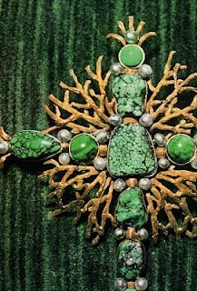 Tony Duquette created many stunning pieces of jewellery for Elsie de Wolfe, and in the 80s he designed jewellery for Tom Ford at Gucci.  He was the first American to be honored with a one-man show at the Louvre in 1951.