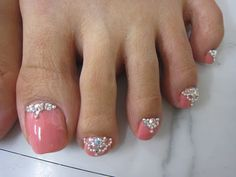Toenail Designs: Rhinestone toenail designs