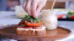 Tartinade de tofu | Cuisine futée, parents pressés Tofu Recipes, Vegetarian Recipes, Healthy Recipes, Quebec, Lunch To Go, Cold Meals, Cooking Light, Diy Food, Tasty