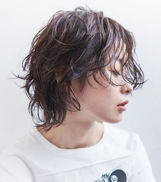 Pin on ショートカット Medium Hair Cuts, Short Hair Cuts, Medium Hair Styles, Natural Hair Styles, Short Hair Styles, Curly Hair Tips, Wavy Hair, Strawberry Blonde Hair Color, Androgynous Hair