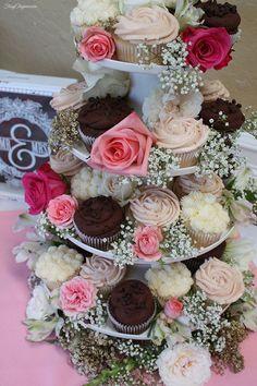 Cupcakes Wedding Diy Bridal Shower 22 Ideas For 2019 Bridal Shower Cupcakes, Tea Party Bridal Shower, Bridal Shower Decorations, Wedding Cupcakes, Bridal Shower Favors, Bridal Showers, Bridal Shower Desserts, Wedding Shower Foods, Engagement Party Cupcakes