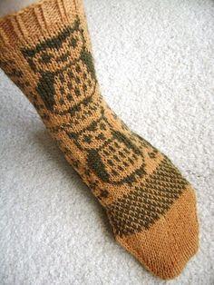 Warm Socks for Spring Camping, amazing owl socks Owl Socks, Cute Socks, Knitting Socks, Hand Knitting, Knitting Patterns, Knit Socks, Knit Picks Yarn, Diy Kleidung, Warm Socks