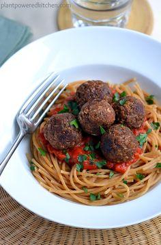 Walnut-Pecan Balls from Let Them Eat Vegan by Dreena Burton, Plant-Powered Kitchen - vegan & gluten free Delicious Vegan Recipes, Raw Food Recipes, Vegetarian Recipes, Dinner Recipes, Cooking Recipes, Healthy Recipes, Vegetarian Lifestyle, Veggie Recipes, Italian Recipes
