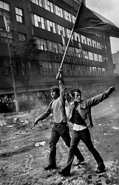 Prague, Czechoslovakia August 1968. Invasion by Warsaw Pact troops, near the Radio headquarters. Josef Koudelka @ Magnum