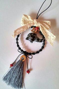 Καλησπέρα σε όλες και όλους! Σ αυτήν εδώ την ανάρτηση θα δημοσιεύω ολα τα γούρια για το 2017, αλλά και δώρα που μπορείτε να κάνετε σε γνω... Winter Christmas, Christmas Home, Christmas Crafts, Christmas Decorations, Xmas, Christmas Ornaments, Holiday Decor, Lucky Charm, Diy And Crafts
